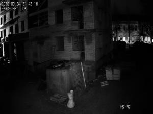 Картинка с камеры видеонаблюдения на стройке ночью
